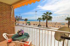 Apartamento en Benidorm - Apartamento con aire acondicionado a2 mde la playa